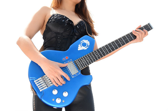 Ghost-in-the-Shell-Tachikoma-guitar-3-animees